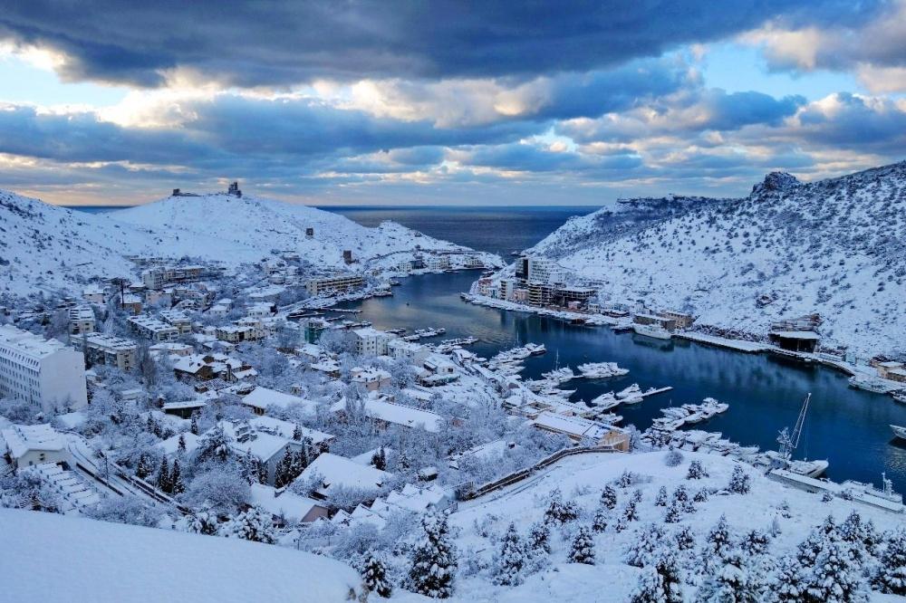 Итоги недели: гибель людей в лифте Симферополя; открытие моста раньше срока и снежный коллапс в Севастополе