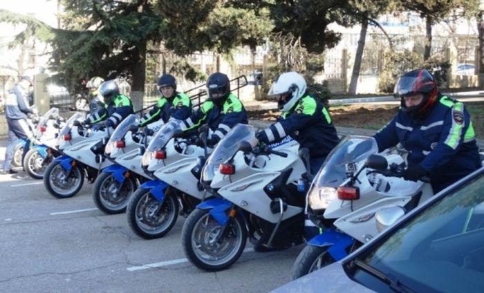 Полицейские на мотоциклах начали патрулировать дороги Севастополя
