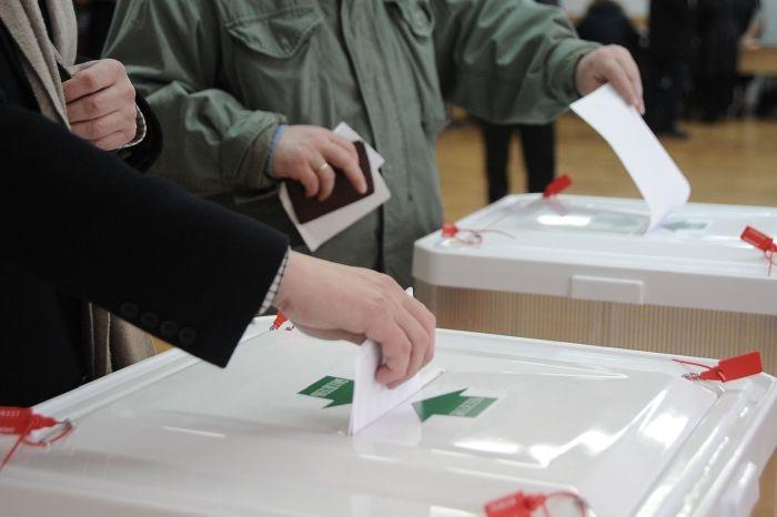 В Крыму и Севастополе открылись избирательные участки