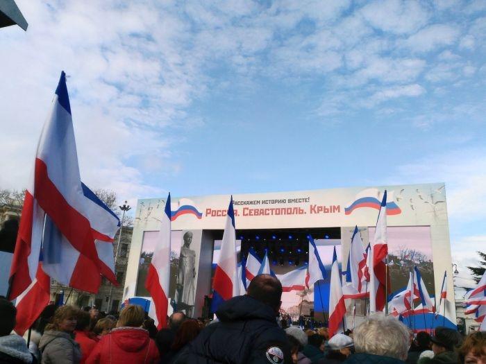 Севастополь готовится к встрече с Путиным: на Нахимова уже тысячи людей