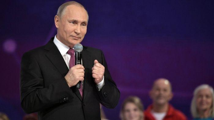 Путин «крепко-крепко обнял» 40 тысяч крымчан и севастопольцев, которые собрались на митинге