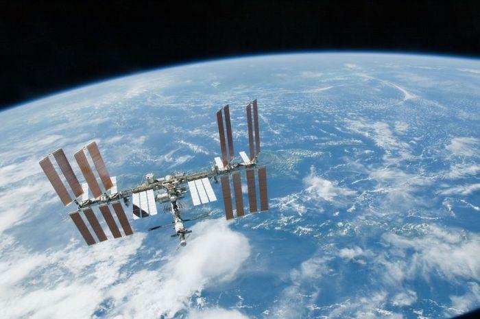 Командир экипажа МКС поздравил россиянок с 8 марта с космической орбиты