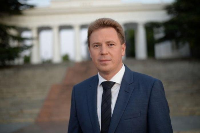 Губернатор Севастополя пожелал женщинам «солнца, улыбок и цветов»