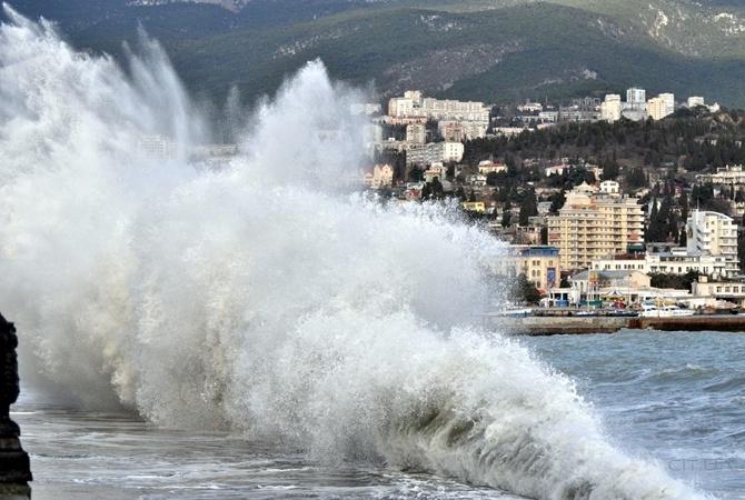 Штормовое предупреждение: на Крым надвигается ураганный ветер