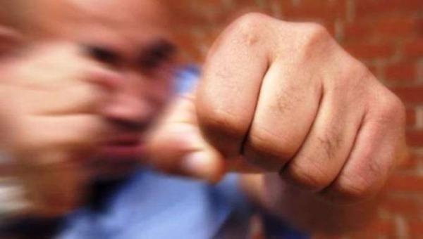 В Крыму водитель иномарки с кулаками набросился на маршрутчика