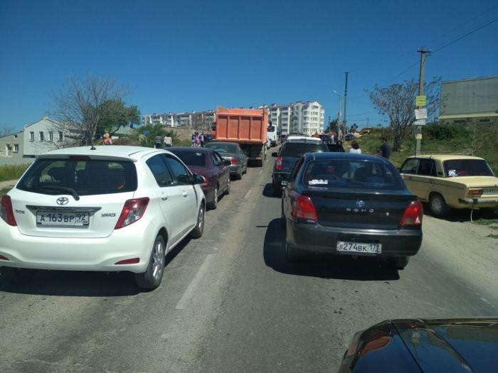 Движение в сторону бухты Казачьей в Севастополе сильно затруднено из-за ремонтных работ