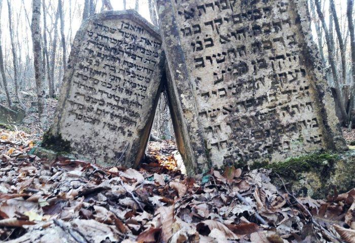 Блог путешественника по Крыму: Чуфут-Кале и древнее караимское кладбище