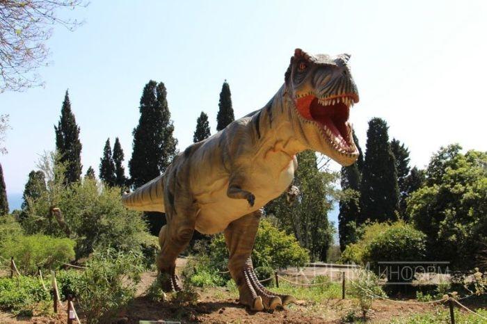 Динозавры будут жить в Никитском ботаническом саду до конца лета