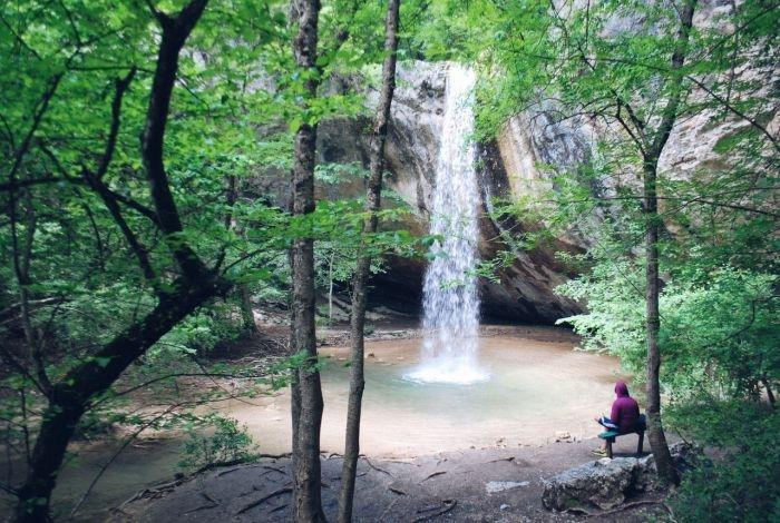 Блог путешественника по Крыму: цветущая Байдарская долина и водопад Козырёк