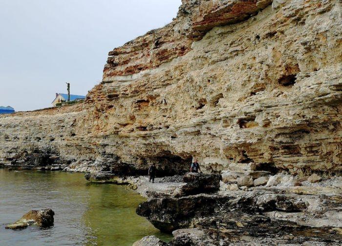 В Казачьей бухте погиб мужчина, сорвавшись со скалы