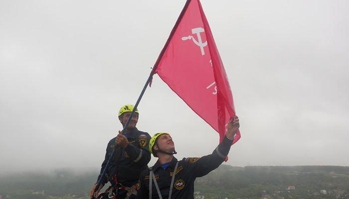 «Знамя Победы» установили на вершине Ай-Петри