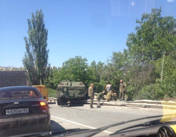 В Крыму два БТРа вылетели с трассы