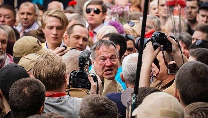 В Киеве националисты подрались с участниками «Бессмертного полка»
