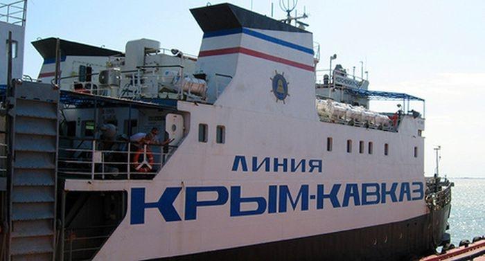Рейсовые автобусы переправляются через паром, а не едут по Крымскому мосту