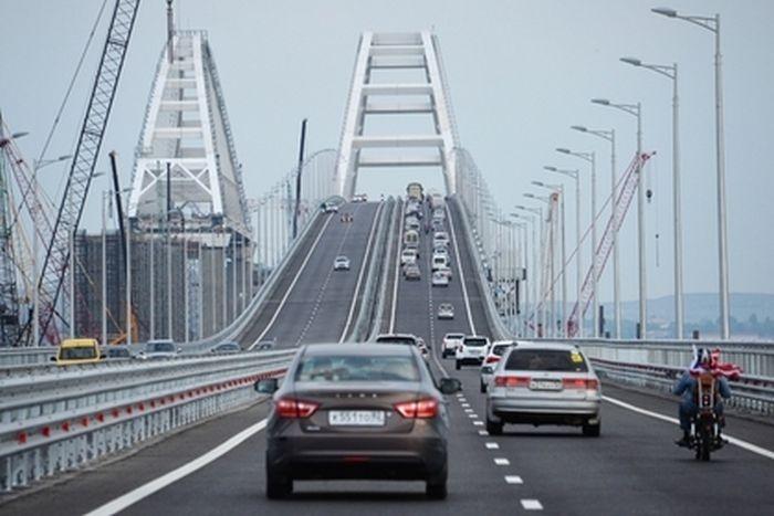 С Крымского моста эвакуировали первые автомобили