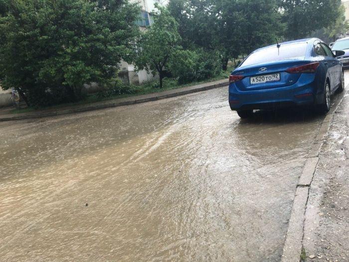 Из-за ливня на новой дороге-дублёре в Севастополе снова образовался потоп
