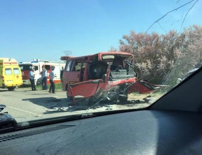 Водитель микроавтобуса уснул: в ГИБДД назвали версию крупного ДТП в Крыму
