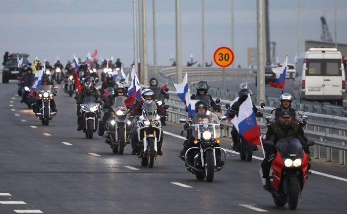 Байкерам грозит штраф за селфи на Крымском мосту