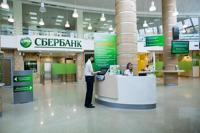 С 1 июля в Крыму пользователей будут обслуживать Сбербанк и ВТБ