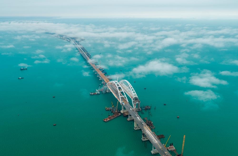 решил примерить свежие фото керченского моста смерти