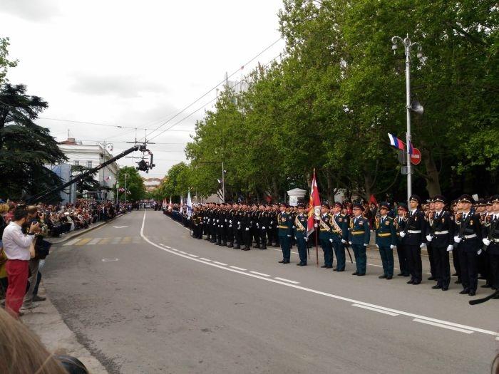 В Севастополе на центральной улице прошёл торжественный марш