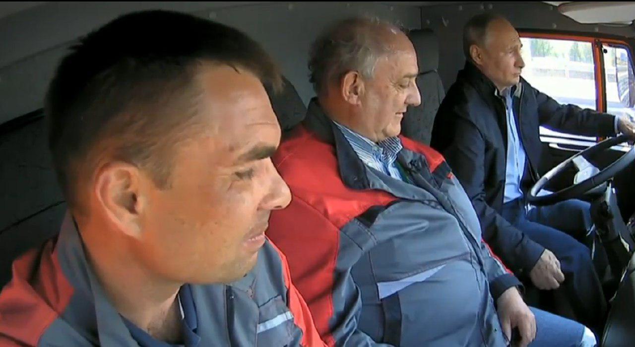 Строитель поделился впечатлением от поездки по Крымскому мосту с Президентом за рулем