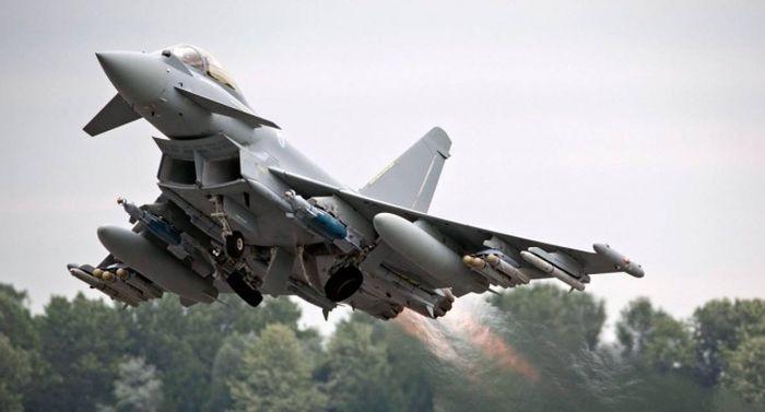 Британские ВВС сообщили о перехвате российского самолета-разведчика над Черным морем