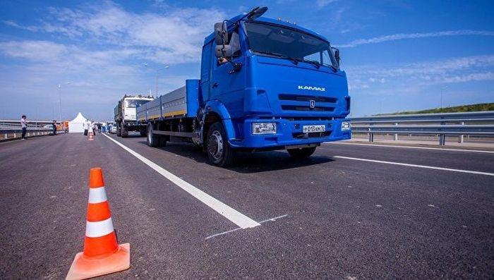На автоподходе к Крымскому мосту провели испытания российских беспилотных автомобилей