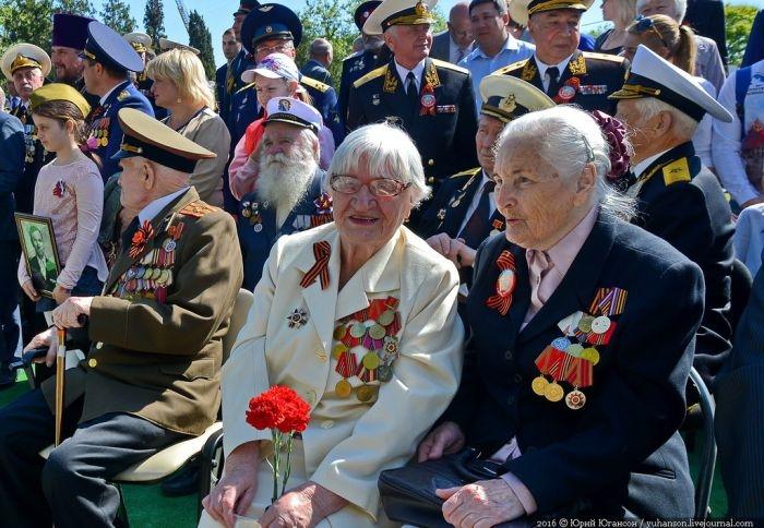 Павел Лебедев поздравил севастопольцев с Днём Победы