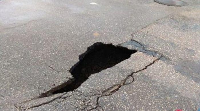 Дорога в Симферополе провалилась в подземную реку – СМИ