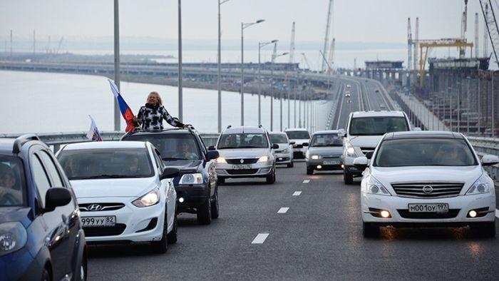 Автобусы с пассажирами по «единому билету» начали движение по Крымскому мосту