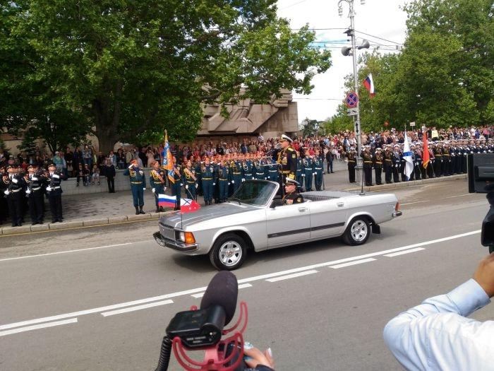 Александр Витко принял Парад Победы в Севастополе перед отставкой