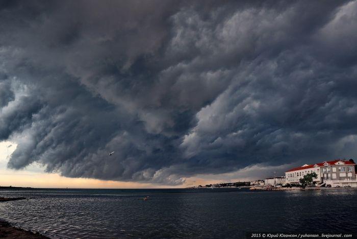 МЧС предупреждает: сегодня Крым накроют сильные дожди и грозы