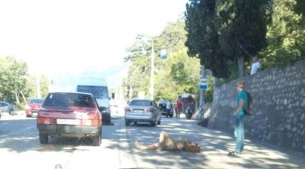 «В реанимации в тяжелом состоянии»: в Ялте ищут свидетелей ДТП