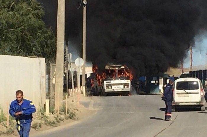 В Керчи сгорел автобус, перевозивший строителей Крымского моста