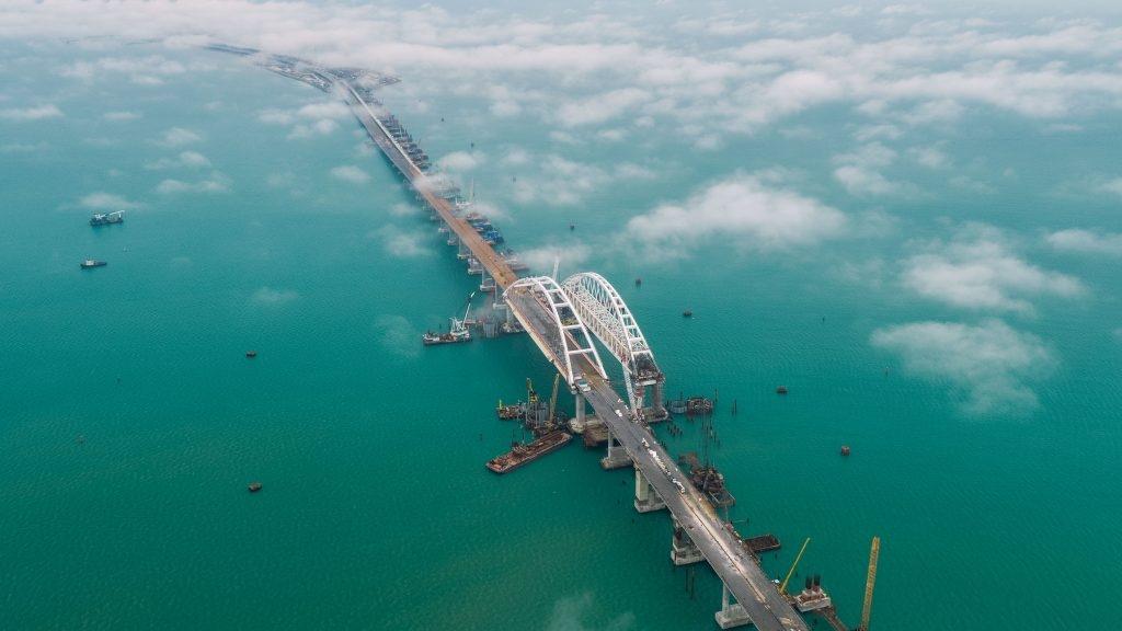 Турчинов заявил, что Крымский мост угрожает Украине