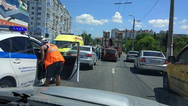В Севастополе легковушка врезалась в тягач: один человек пострадал
