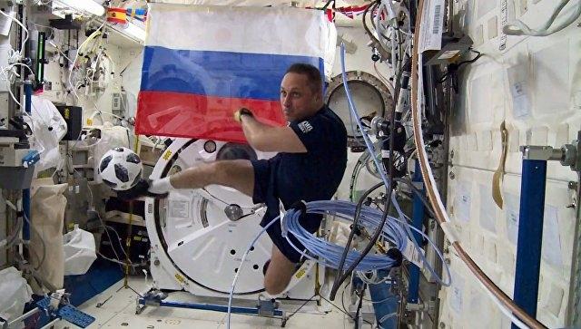 Севастополец и космонавт Антон Шкаплеров вернется на Землю с мячом для первого матча ЧМ-2018