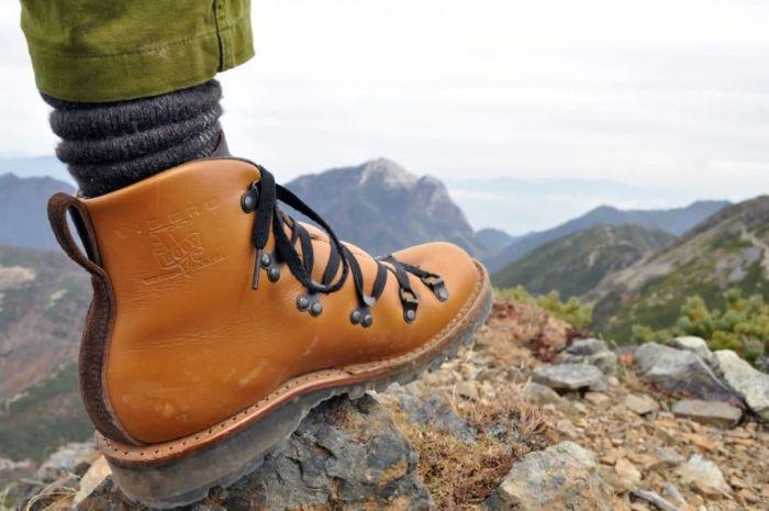 С Крымских гор сняли повредившего ногу туриста