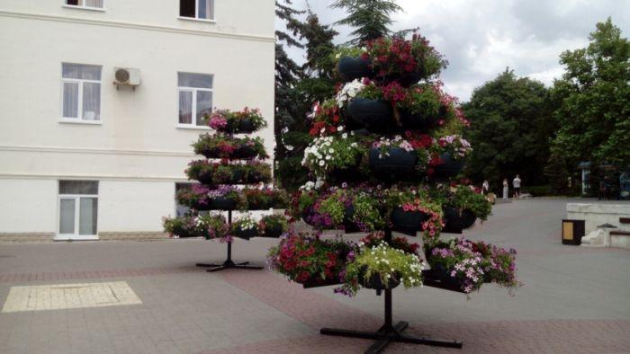 Железные деревья с коррупционными листочками