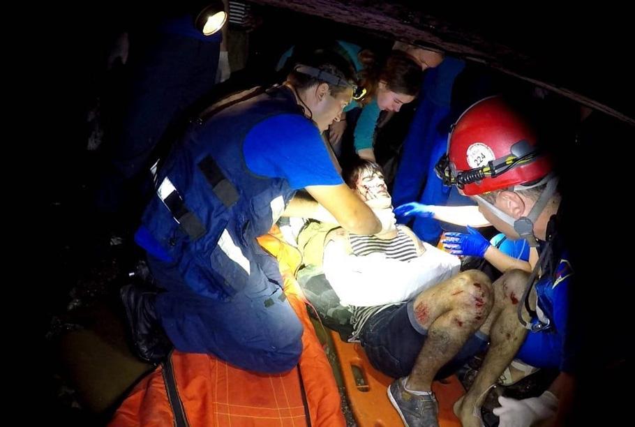 В Севастополе молодой парень сорвался с высоты 12 метров прямо в шахту