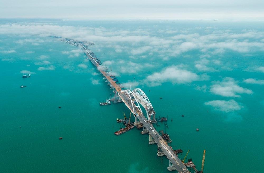Миллион автомобилей уже проехали по Крымскому мосту