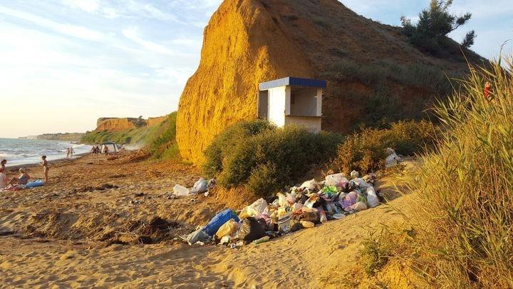 Севастопольцы возмущены свалкой на пляже «Немецкая балка»