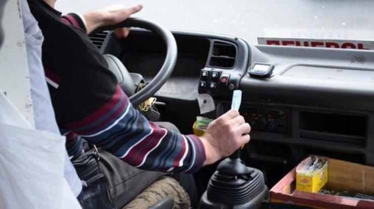 В Симферополе водитель маршрутки оскорбил пассажира трехэтажным матом