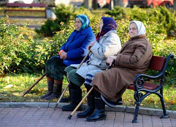 СМИ: возраст выхода женщин на пенсию могут снизить
