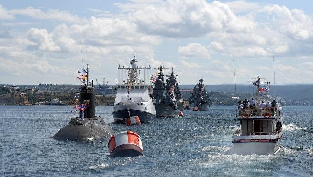 Севастополь отметил День ВМФ парадом кораблей и военно-спортивным праздником — видеорепортаж
