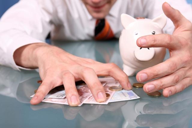 В Крыму мужчина задолжал 50 миллионов рублей, уклоняясь от уплаты алиментов на протяжении 25 лет