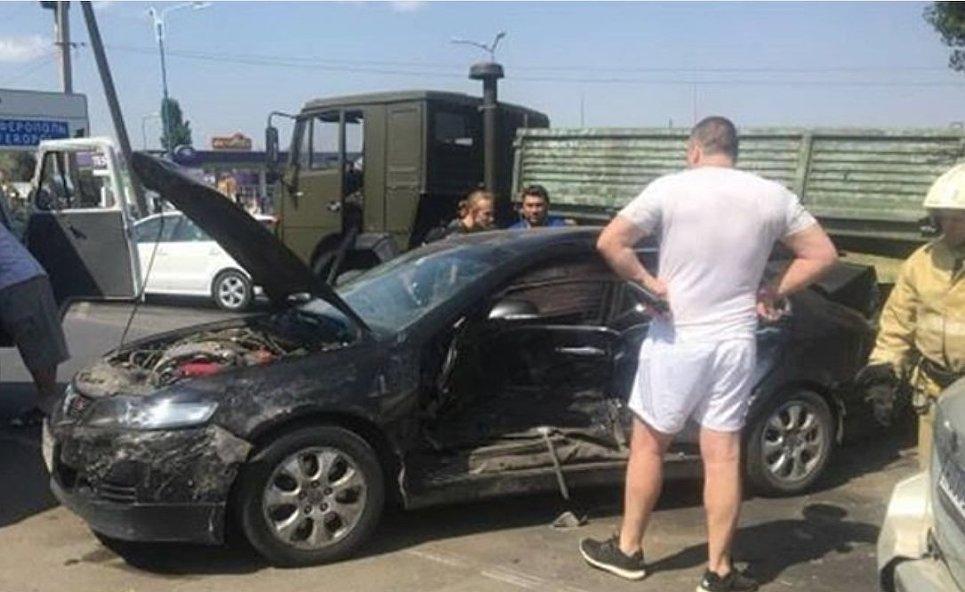 Три ДТП в районе Приморского парализовали движение на керченской трассе