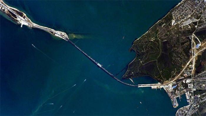 Путину показали снимки Крымского моста из Космоса