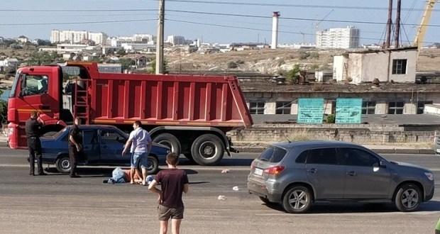 «Мужчину отбросило на десять метров»: в Севастополе ВАЗ на скорости сбил пешехода